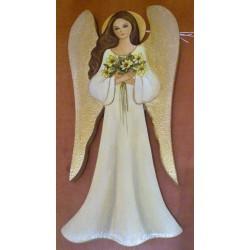 Anioł trzymający kwiaty