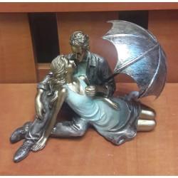 Figurka – Zakochana para pod parasolem (12 cm wysokości)